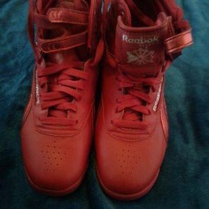 REEBOK Womens classic hi-top sneaker.  NWT